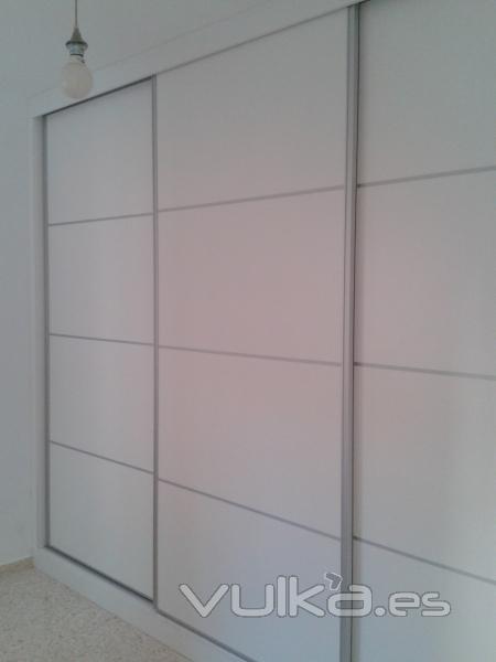 Foto armario en melamina con perfil aluminio - Perfiles de aluminio para armarios ...