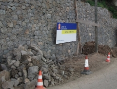 Muro de contencion en piedra caravista
