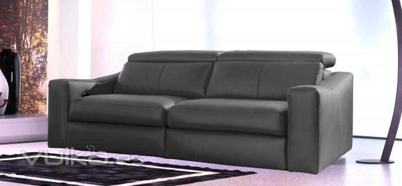 Sofa modelo Play en piel negra