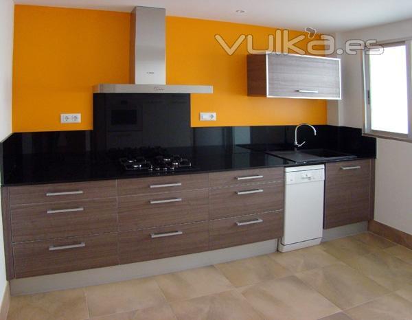 Foto reforma de cocina color naranja en valencia dosidos cb for Fotos reformas cocinas