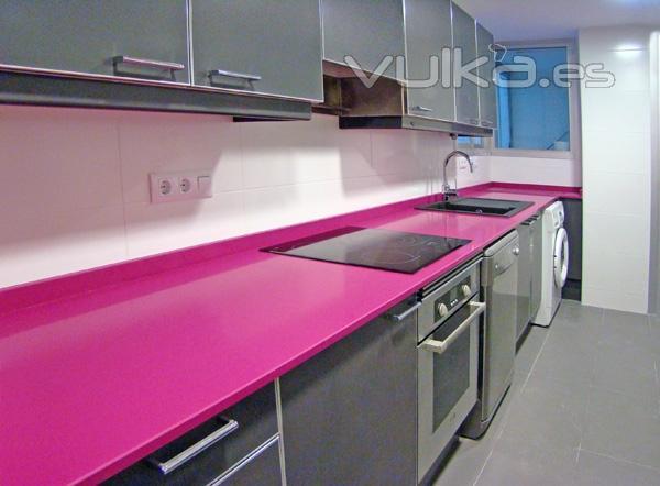 Foto reforma de cocina moderna color gris y silestone for Cocinas silestone colores