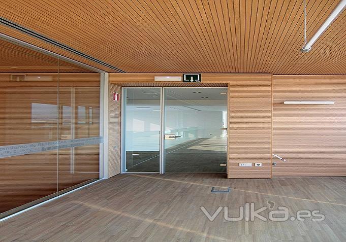 Foto revestimiento de pared y techo spigoacustic - Revestimientos de madera para paredes ...