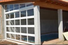 Puertas seccionales acristaladas en aluminio y policarbonato