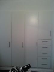 Armario habitación 5 cajones puertas cerradas