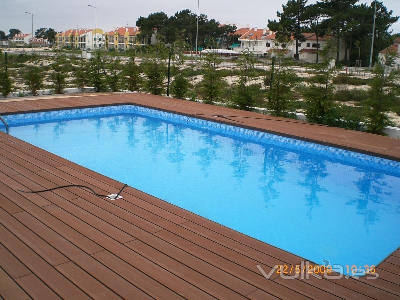 Foto instalaci n de piscina con nuestra madera pl stica - Casas de madera con piscina ...