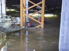 Desmontaje gr�a torre soima sgt 40.10 tl. (sacando los bulones del tramo base en un s�tano inundado)