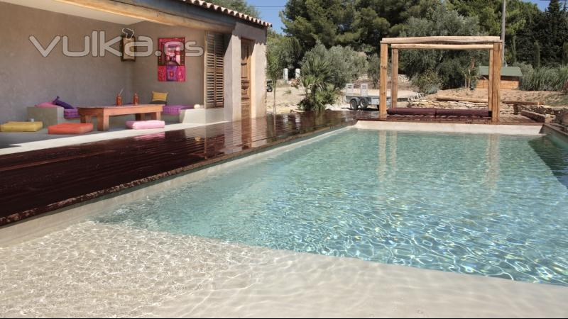 Foto cemento pulido mineral deco aplicado en una piscina for Ideas para decorar un patio con piscina