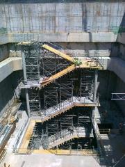Encofrado para ejecuci�n de 7� y 8� tramo de escalera en pozo de evacuaci�n.