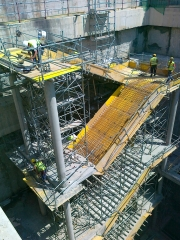 Fabricantes de encofrado. Encofrado y armado de escaleras. Pozo de evacuaci�n.