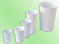 Varios vasos de plastico