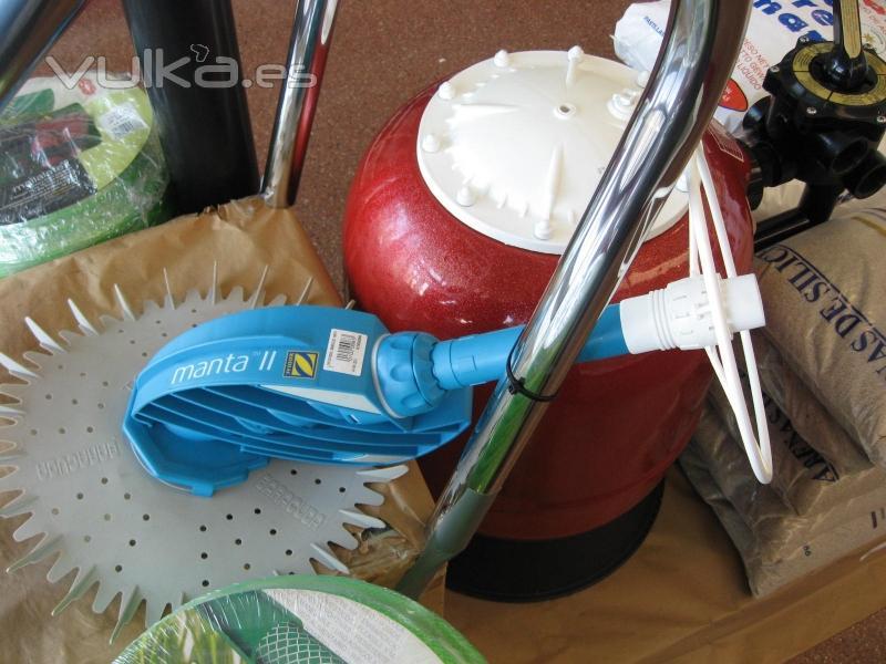 Foto productos para piscinas limpiafondos barracuda y for Productos para piscinas