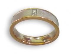 Alianza oro bicolor y diamantes cuadrados