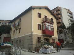 Vista general rehabilitación de fachadas y cubierta de edificio privado