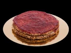 Tarta de frambuesa: crujientes capas de almendra caramelizada y frambuesas (sin gluten).