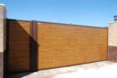 Puerta corredera (panel sandwich imitaci�n madera)