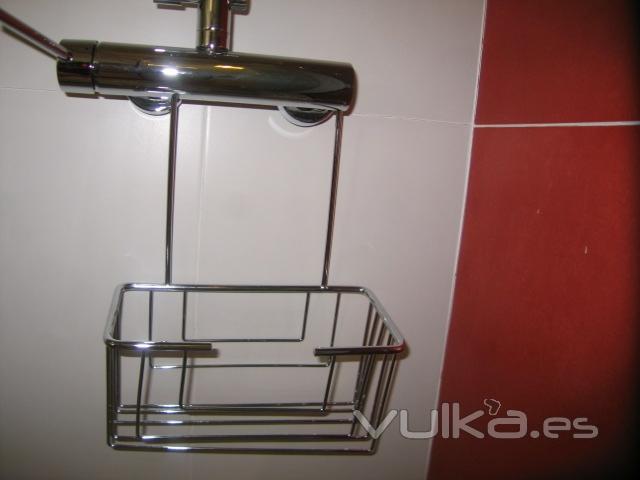 Foto jabonera para ba o de colgar en grifo sin atornillar for Jaboneras para bano