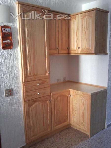Puertas parquets cocinas y armarios a medida en tattoo - Tarima para cocinas ...