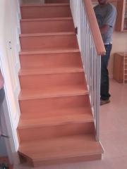 Forrado escalera metalica con madera haya