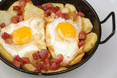 Huevos rotos. caf� del fin