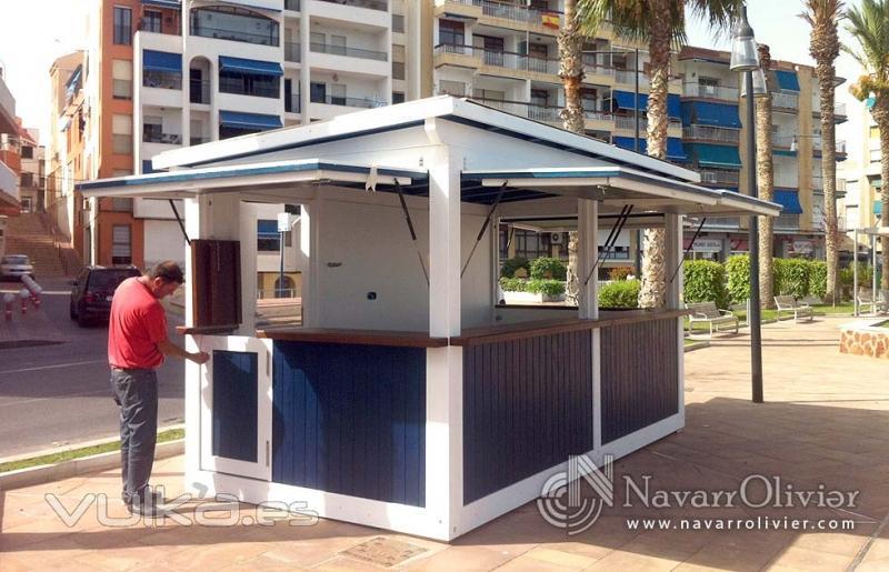 Foto kiosco modular construido en madera de 10 m2 for Disenos de kioscos de madera