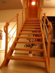 Escalera de exposicion de corte y terminacion artesanal.