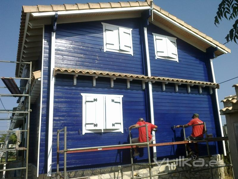 Casas de madera moreno c b - Montaje de casas de madera ...