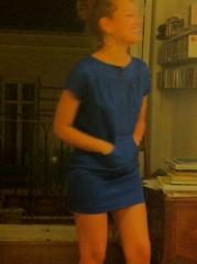 gabardina algod�n satinado azul con bolsillo canguro de jesus de la ossa