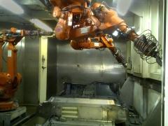 Robots de corte de guarnici�n de la instalaci�n de fabricaci�n de guarniciones de turismos.