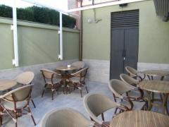 Bar restaurante con terraza interior en traspaso