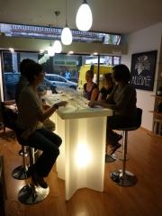 Las catas se realizan en nuestra tienda. para grupos de hasta 8 personas.