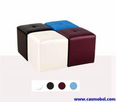 Puf cuadrado tapizado. o tapizado en piel sintética. o gran resistencia y fácil limpieza. disponibl