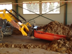 Rasqueta hidráulica para granjas de pollos