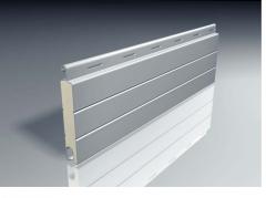Lama de persiana de aluminio perfilado rellena de espuma de poliuretano.
