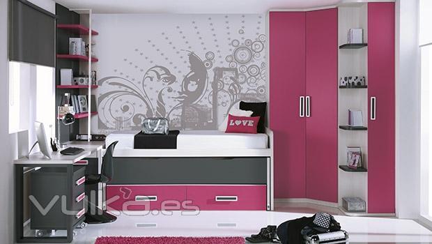 Foto paredes decoradas en una habitacion juvenil for Paredes de habitaciones juveniles