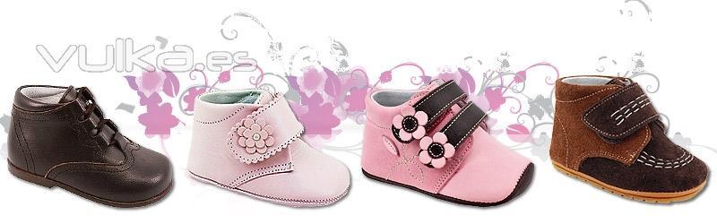02982912140 Bebés bien calzados nada más nacer. Gateando, en sus primeros pasos,  solaNova les