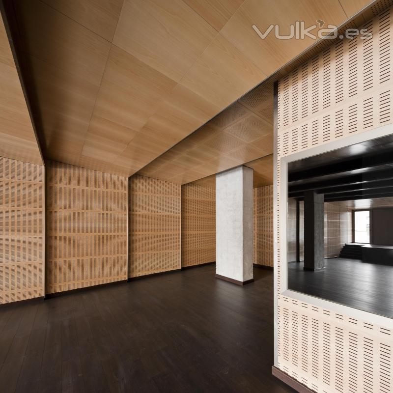 Foto paneles acusticos de madera spigotec - Empanelados de madera ...