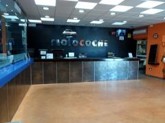 Esta es nuestra tienda de repuestos, abierta desde 9 a 14 y de 16,30 a 20,00.