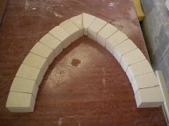 Maqueta en piedra de arco apuntado