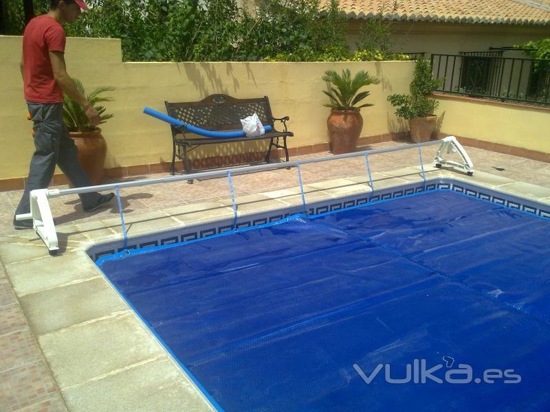 Foto manta termica de burbujas para piscina aumenta temperatura del agua entre 4 y 8 - Burbujas para piscinas ...