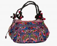Bolso hecho a mano bordado con hilos de seda tailandesa