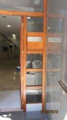Restauraccion de una puerta de entrad a un blque de pisos