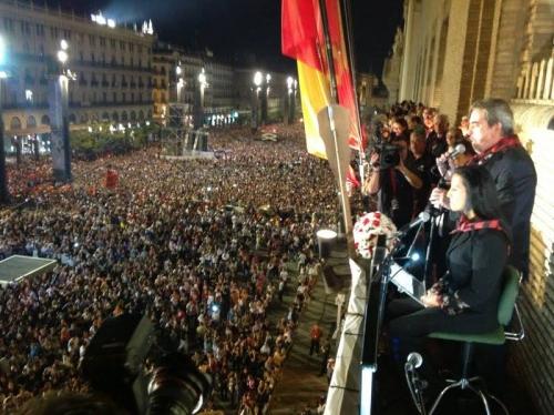 Tres pantallas de led 5 x 3 HD, durante las fiestas de la Virgen del Pilar en Zaragoza