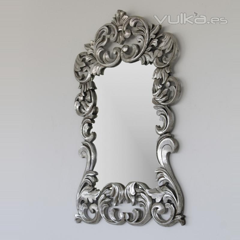 Foto espejo barroco en plata madera natural artesanal for Espejo envejecido precio