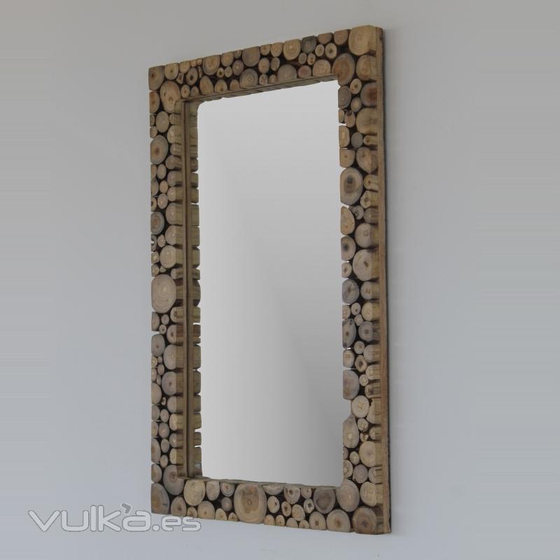 Foto espejo en madera artesanal con motivos de troncos for Espejo envejecido precio