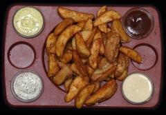 tabla de patatas con 4 salsas