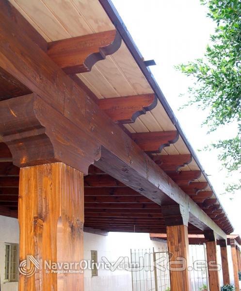 Foto detalle de construcci n de p rgola de madera r stica - Construccion de pergolas de madera ...