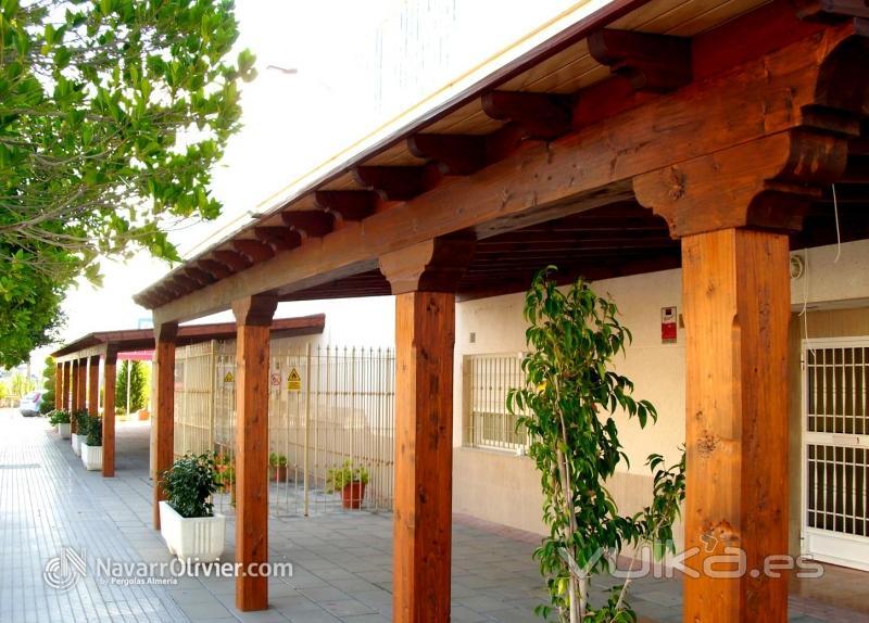 Foto porche de madera de carpinteria tradicional en - Construccion de porche de madera ...