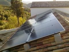 Modulos fotovoltáicos para suministra energía eléctrica autónoma.