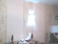 Rayas de imitacion a madera en pared de salon