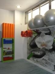 Complementamos las sesiones con material accesorio: rollers, fitballs, aros, softballs...